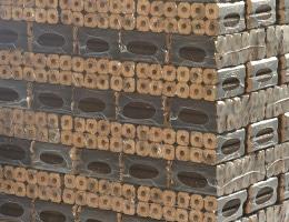 Holzbriketts mit Zugloch